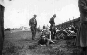1956-11-00 #003 (DK) lunchtime in pits (Ryttergaarden) @Hobro
